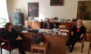 Συγκρότηση φορέα – επιτροπής για την παρακολούθηση της ολοκλήρωσης της μελέτης της Παλιάς Πόλης του ΗρακλείουΜε τους εκπροσώπους του Τεχνικού Επιμελητηρίου, Τμήμα Ανατολικής Κρήτης, συναντήθηκαν την Τρίτη 13 Φεβρουαρίου, ο Δήμαρχος Ηρακλείου Βασίλης Λαμπρινός και οι Αντιδήμαρχοι Πολεοδομίας και Ηλεκτρονικής Διακυβέρνησης Στέλα Αρχοντάκη και Πέτρος Ινιωτάκης, o πρόεδρος της ΔΕΥΑΗ Γιάννης Ρασούλης, καθώς και υπηρεσιακά στελέχη του Δήμου , στη Λότζια.