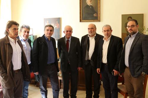 Συνάντηση Δημάρχου Ηρακλείου Βασίλη Λαμπρινού με τον Υπουργό ΟικονομικώνΤον Υπουργό Οικονομικών Ευκλείδη Τσακαλώτο υποδέχτηκε το πρωί της Παρασκευής 23 Φεβρουαρίου, στο γραφείο του στη Λότζια, ο Δήμαρχος Ηρακλείου Βασίλης Λαμπρινός.