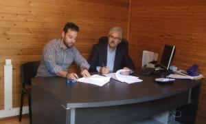 Υπεγράφη η σύμβαση  για την «Συντήρηση Κοινόχρηστων Χώρων Πρασίνου»Υπεγράφη σήμερα Τρίτη 17 Απριλίου 2018 η σύμβαση για την «Συντήρηση Κοινόχρηστων Χώρων Πρασίνου» στον Δήμο Ηρακλείου. Τη σύμβαση υπέγραψαν ο Εντεταλμένος Σύμβουλος του Τμήματος Μελετών και Συντήρησης Πρασίνου Νίκος Φακουρέλης και ο εκπρόσωπος της αναδόχου εταιρίας.