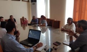 Συνάντηση με όλους τους καταστηματάρχες του κέντρου για το θέμα της διαχείρισης των απορριμμάτων προγραμματίζει ο Δήμος ΗρακλείουΝέα συνάντηση ανάμεσα σε εκπροσώπους καταστηματαρχών του κέντρου του Ηρακλείου και της δημοτικής αρχής, με θέμα την διαχείριση των απορριμμάτων, πραγματοποιήθηκε το πρωί της Τρίτης 10 Ιουλίου στην Λότζια,