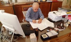 Υπεγράφη η σύμβαση για την άρση των ανωμαλιών των οδοστρωμάτων του Δήμου ΗρακλείουΥπεγράφη το πρωί της Τρίτης 25 Σεπτεμβρίου στην Λότζια, η σύμβαση για το έργο «Άρση ανωμαλιών οδοστρωμάτων Δήμου Ηρακλείου». Την σύμβαση υπέγραψε ο Δήμαρχος Ηρακλείου Βασίλης Λαμπρινός, με τον εκπρόσωπο της αναδόχου εταιρίας, παρουσία του αντιδημάρχου Τεχνικών Έργων Γιάννη Αναστασάκη.