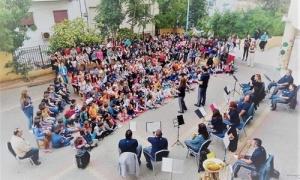 Ξεκίνησε τις «εκπαιδευτικές» επισκέψεις η Φιλαρμονική του Δήμου Ηρακλείου στις Σχολικές μονάδεςΓια τέταρτη συνεχόμενη σχολική χρονιά, με την έναρξη των μαθημάτων, η Φιλαρμονική Ορχήστρα του Δήμου Ηρακλείου επισκέπτεται τις σχολικές μονάδες με πρωτοβουλία της Αντιδημαρχίας Παιδείας σε συνεργασία με την Διεύθυνση Πρωτοβάθμιας Εκπαίδευσης.
