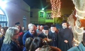 Στην Xριστουγεννιάτικη εκδήλωση στο Δειλινό ο Δήμαρχος Ηρακλείου Βασίλης ΛαμπρινόςΜε μεγάλη επιτυχία, παρουσία του Αρχιεπισκόπου Κρήτης κ.κ. Ειρηναίου και του Δημάρχου Ηρακλείου Βασίλη Λαμπρινού, πραγματοποιήθηκε το απόγευμα της Κυριακής 9 Δεκεμβρίου, η Xριστουγεννιάτικη εκδήλωση στο Πνευματικό Κέντρο της Ενορίας Αγίου Στυλιανού, στο Δειλινό.