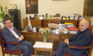 Συνάντηση Δημάρχου Ηρακλείου Βασίλη Λαμπρινού με Δήμαρχο Αθηναίων Γιώργο ΚαμίνηΣυνάντηση με το Δήμαρχο Ηρακλείου κ. Βασίλη Λαμπρινό στη Λότζια είχε σήμερα Πέμπτη 14 Φεβρουαρίου ο Δήμαρχος Αθηναίων κ. Γιώργος Καμίνης.