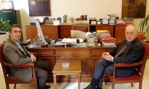 Ο Δήμαρχος Ηρακλείου Βασίλης Λαμπρινός συναντήθηκε με τον Πρύτανη του ΤΕΙ ΚρήτηςΣυνάντηση με τον Πρύτανη του ΤΕΙ Κρήτης Νικόλαο Κατσαράκη είχε το πρωί της Παρασκευής 15 Φεβρουαρίου, στο γραφείο του στη Λότζια, ο Δήμαρχος Ηρακλείου Βασίλης Λαμπρινός. Ο Πρύτανης ενημέρωσε τον Δήμαρχο για την πρόσφατη απόφαση της κυβέρνησης να αναβαθμίσει το ΤΕΙ και να ιδρύσει νέο Πανεπιστήμιο στην Κρήτη.