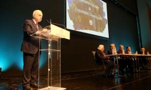 Δήμαρχος Ηρακλείου Βασίλης Λαμπρινός: «Χρειαζόμαστε περισσότερη Ευρώπη, όχι λιγότερη – Το Ηράκλειο  πρωταγωνιστής  στην πορεία προς την ευρωπαϊκή ολοκλήρωσηΤους κινδύνους του ευρωσκεπτικισμού, ο οποίος μεταλλάσσεται σε ευρωαρνητισμό αλλά και τους τρόπους αντιμετώπισης του φαινομένου, περιέγραψε στον χαιρετισμό του ο Δήμαρχος Ηρακλείου Βασίλης Λαμπρινός, στην εκδήλωση που διοργάνωσε ο Δήμος στην αίθουσα «Ανδρέα και Μαρίας Καλοκαιρινού» του Πολιτιστικού Κέντρου με θέμα «Ευρωσκεπτικισμός και Ευρωπαϊκή Ολοκλήρωση», με ομιλητές του Ευρωβουλευτές Στέλιο Κούλογλου, Μανώλη Κεφαλογιάννη, Νίκο Ανδρουλάκη, Γιώργη Γραμματικάκη, Κωνσταντίνο Παπαδάκη, Νότη Μαριά.