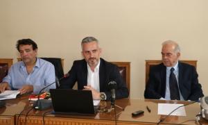 Δήμαρχος Ηρακλείου Βασίλης Λαμπρινός: «Κάνουμε ένα ακόμα βήμα προς την υλοποίηση του οράματός μας για το Ηράκλειο» - Ξεκινά η δημόσια διαβούλευση για την Πλατεία ΕλευθερίαςΠραγματοποιήθηκε το μεσημέρι της Μεγάλης Τετάρτης 24 Απριλίου, στην αίθουσα του Δημοτικού Συμβουλίου στη Λότζια, η παρουσίαση της μελέτης αποκατάστασης της Πλατείας Ελευθερίας, παρουσία και του Δήμαρχου Ηρακλείου Βασίλη Λαμπρινού.