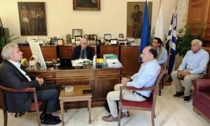 Συνάντηση Δημάρχου Ηρακλείου Βασίλη Λαμπρινού με τον Διευθύνοντα Σύμβουλο του Οργανισμού Ανάπτυξης ΚρήτηςΣυνάντηση με τον Διευθύνοντα Σύμβουλο του Οργανισμού Ανάπτυξης Κρήτης Άρη Παπαδογιάννη είχε το μεσημέρι της Τρίτης 26 Μαΐου, στο γραφείο του στη Λότζια, ο Δήμαρχος Ηρακλείου Βασίλης Λαμπρινός.