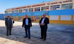 Επίσκεψη Δημάρχου Ηρακλείου Βασίλη  Λαμπρινού σε δημοτικά σχολεία και νηπιαγωγεία της πόλης: «Στηρίζουμε εμπράκτως τους δασκάλους, τους γονείς και τους μαθητές στην νέα τους καθημερινότητα»Επίσκεψη σε δημοτικά σχολεία και νηπιαγωγεία της πόλης πραγματοποίησε το πρωί της Δευτέρας 1ης Ιουνίου ο Δήμαρχος Ηρακλείου Βασίλης Λαμπρινός, με την ευκαιρία της επανεκκίνησης της πρωτοβάθμιας εκπαίδευσης.