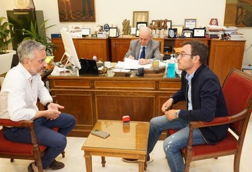 Δήμαρχος Ηρακλείου Βασίλης Λαμπρινός - Υπογραφή σύμβασης για Αρχιεπισκόπου Μακαρίου