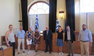 Με Αυστριακούς δημοσιογράφους συναντήθηκε στη Λότζια ο Δήμαρχος Ηρακλείου Βασίλης Λαμπρινός Με Αυστριακούς δημοσιογράφους που βρίσκονται στην Κρήτη προκειμένου να καταγράψουν τις ομορφιές του τόπου αλλά και τις ασφαλείς συνθήκες διακοπών την περίοδο του COVID-19 συναντήθηκε σήμερα, Δευτέρα 6 Ιουλίου, στη Λότζια ο Δήμαρχος Ηρακλείου Βασίλης Λαμπρινός.