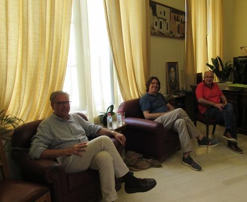 Με τον υποψήφιο πρύτανη του Πανεπιστημίου Κρήτης κ. Γιώργο Κοντάκη και τους υποψήφιους αντιπρυτάνεις κ. κ. Δημήτρη Μυλωνάκη, Γιώργο Κοσιώρη, Μιχάλη Παυλίδη και Κωνσταντίνο Σπανουδάκη, συναντήθηκε στο γραφείο του στη Λότζια, σήμερα Πέμπτη 9 Ιουλίου, ο Δήμαρχος Ηρακλείου Βασίλης Λαμπρινός.