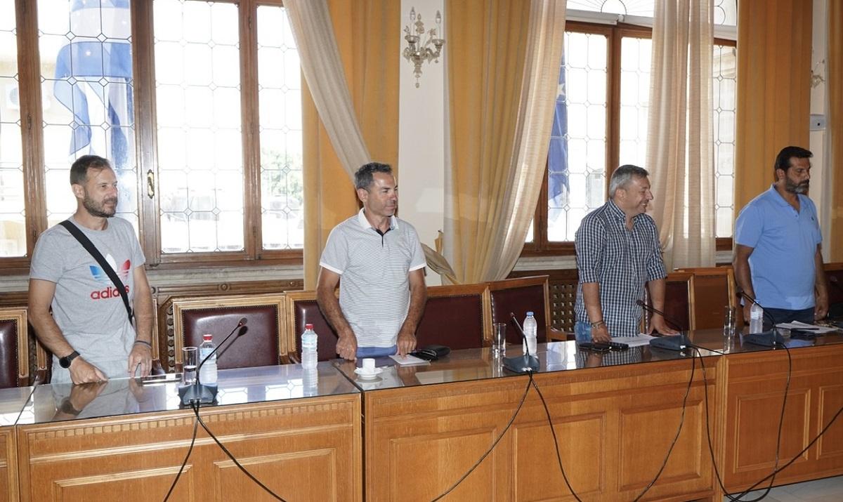 Στη σύσκεψη συμμετείχαν εκ μέρους της Ένωσης Γονέων Μαθητών Δήμου Ηρακλείου ο πρόεδρος Πολύδωρος Κουτσαυτάκης, ο αντιπρόεδρος Γιώργος Σκεπάρνης και το μέλος Κώστας Φανουράκης ενώ αντικείμενο της σύσκεψης ήταν η πορεία υλοποίησης της Δίχρονης Προσχολικής Αγωγής και τα προβλήματα που έχουν ανακύψει για την εφαρμογή της.
