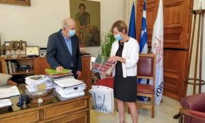 Εθιμοτυπική  συνάντηση Δημάρχου Ηρακλείου Βασίλη Λαμπρινού με την Πρέσβειρα του ΒελγίουΕθιμοτυπική συνάντηση με την Πρέσβειρα του Βελγίου στην Ελλάδα, Francoise Gustin , είχε το πρωί της Παρασκευής 25 Σεπτεμβρίου ο Δήμαρχος Ηρακλείου Βασίλης Λαμπρινός, στο γραφείο του στην Λότζια.