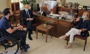 Συνάντηση Δημάρχου Ηρακλείου Βασίλη Λαμπρινού με αντιπροσωπεία της Εθνικής Αθλητικής Ομοσπονδίας Ατόμων με ΑναπηρίεςΤην πρόταση για την καθιέρωση ετήσιου διεθνή αγώνα στίβου για Άτομα με Αναπηρίες κατέθεσε το πρωί της Παρασκευής 14 Μαΐου αντιπροσωπεία της Εθνικής Αθλητικής Ομοσπονδίας ΑμεΑ στον Δήμαρχο Ηρακλείου Βασίλη Λαμπρινό.