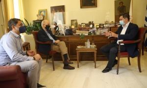 Συνάντηση Δημάρχου Ηρακλείου Βασίλη Λαμπρινού με τον Υπουργό Τουρισμού στην ΛότζιαΣυνάντηση με τον Υπουργό Τουρισμού Χάρη Θεοχάρη, είχε το πρωί της Πέμπτης 22 Ιουλίου στο γραφείο του στη Λότζια, ο Δήμαρχος Ηρακλείου Βασίλης Λαμπρινός.