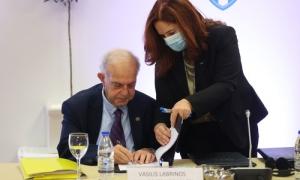 Ο Δήμαρχος Ηρακλείου Βασίλης Λαμπρινός στην υπογραφή της σύμβασης για τους Παράκτιους Μεσογειακούς Αγώνες του 2023: «Θα δείξουμε το καλύτερο πρόσωπο της Κρήτης»Υπεγράφη το πρωί της Παρασκευής 22 Οκτωβρίου, σε ξενοδοχείο της Χερσονήσου, η σύμβαση ανάληψης των Παράκτιων Μεσογειακών Αγώνων του 2023 από το Ηράκλειο. Τη σύμβαση εκ μέρους του Δήμου Ηρακλείου υπέγραψε ο Δήμαρχος Ηρακλείου Βασίλης Λαμπρινός